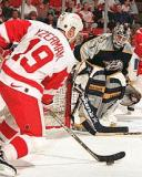 Steve Yzerman sets up shop to the side of Nashville's Mike Dunham.