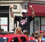 Andreas Lilja lifts his arms in celebration at the 2008 Stanley Cup parade.