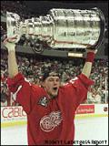 Darren McCarty lifts the Stanley Cup after the 1998 Finals.