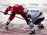 Kris Draper lines up for a faceoff against Vancouver's Ryan Johnson.