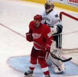 Tomas Holmstrom sets up shop in front of Vancouver's Roberto Luongo.