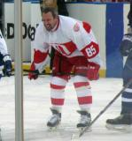 Petr Klima gets set for the opening faceoff of the first game of the Alumni Showdown.