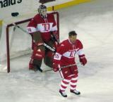 Larry Murphy sets up in front of Manny Legace's crease during the second Alumni Showdown game.