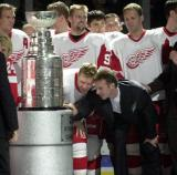 Kris Draper and retired goaltender Dominik Hasek look for their names on the Stanley Cup during the banner-raising ceremony for Detroit's 2002 Stanley Cup Championship.