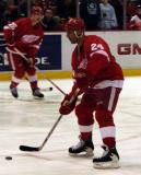 Chris Chelios accepts a pass during pregame warmups.