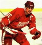 Steve Yzerman chases after the puck.