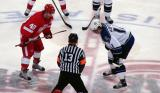 Henrik Zetterberg gets set for a faceoff against Anze Kopitar of the Los Angeles Kings.